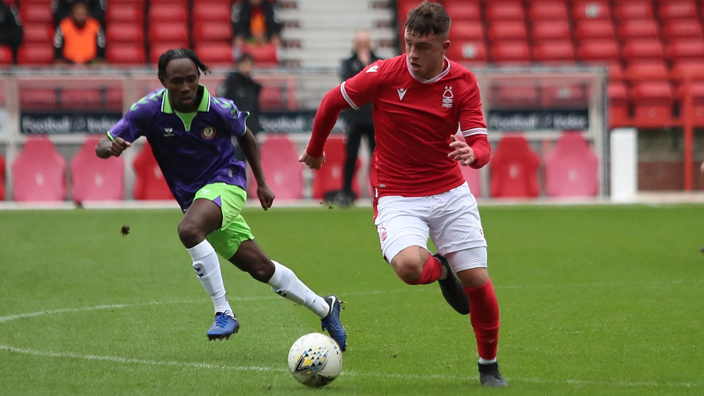 Dale Taylor signs professional contract